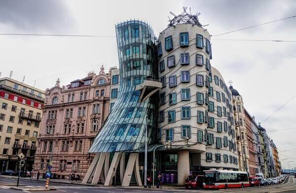 Frank Gehry: Dancing House