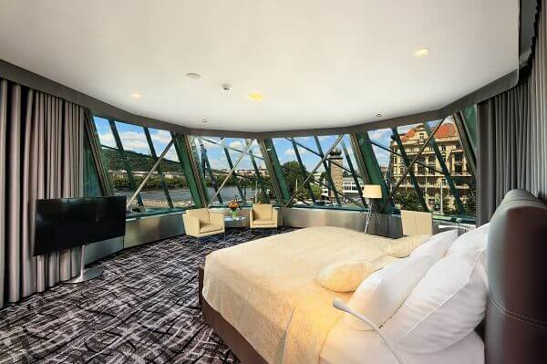Frank Gehry: Dancing House (interior)