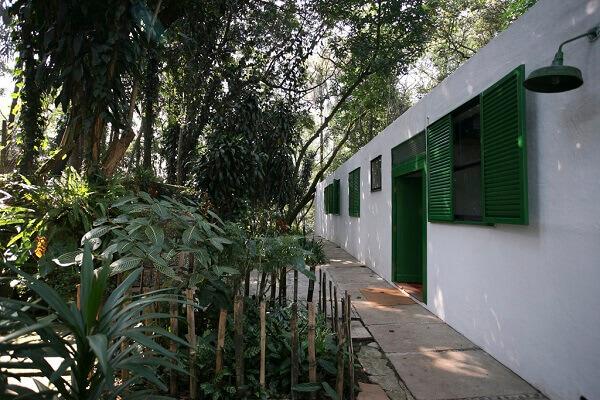 Lina Bo Bardi: Casa de Vidro (vegetação)