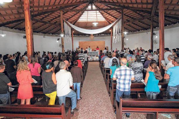 Lina Bo Bardi: Igreja Divino Espirito Santo do Cerrado (interior)