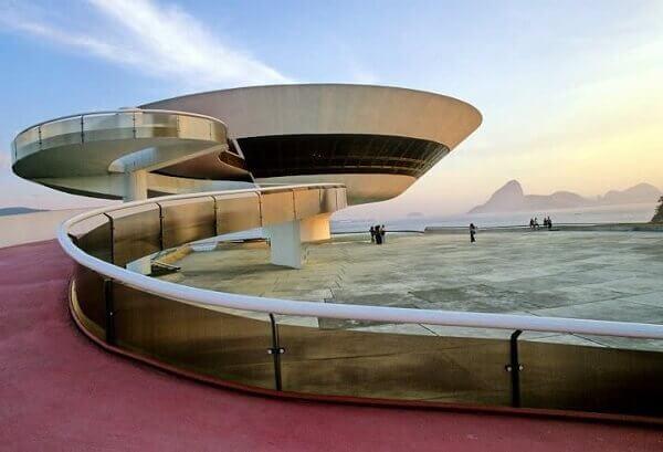 Oscar Niemeyer: Museu de Arte Contemporânea (entrada)