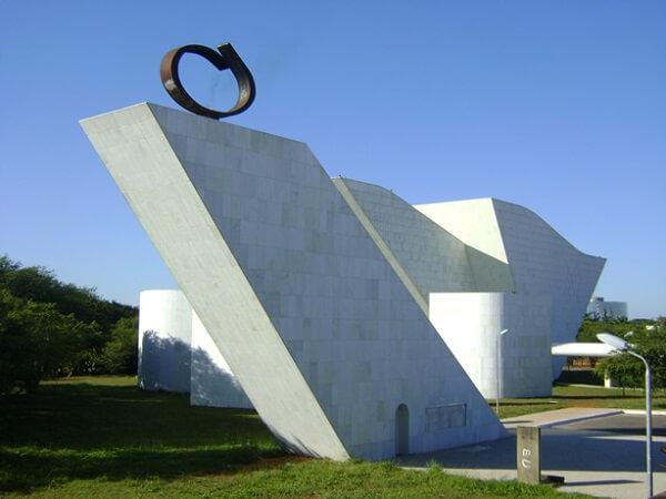 Oscar Niemeyer: Panteão da Liberdade visto por trás