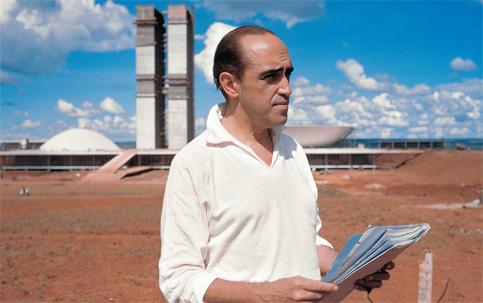 Oscar Niemeyer em obra