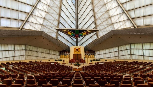 Obras de Frank Lloyd Wright: Beth Sholom Congregation (interior)