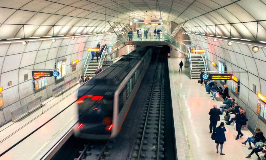 norman-foster-metro-bilbao-interior