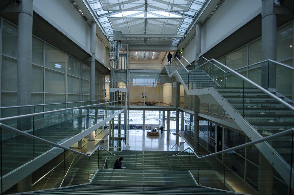 norman-foster-obra-carre-d-art-interior