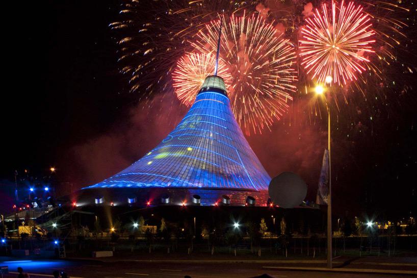 norman-foster-obra-khan-shatyr-fogos-de-artificio