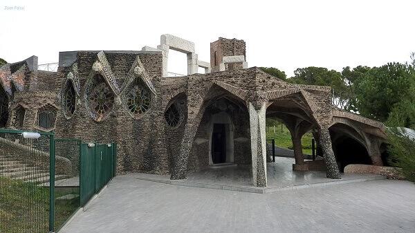 Antoni Gaudí: Cripta da colônia Guell