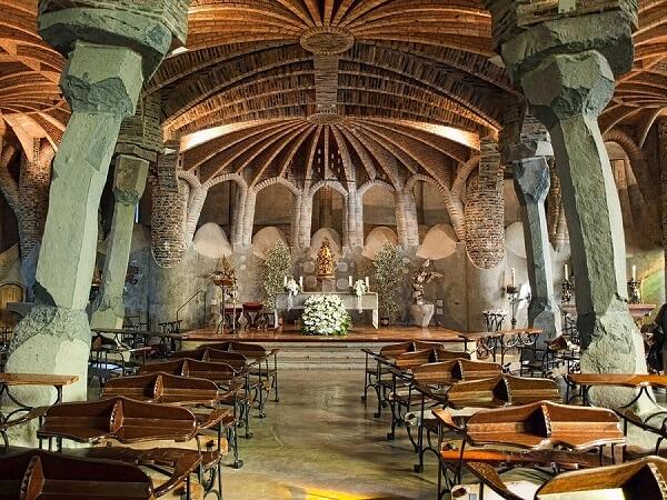 Antoni Gaudi: Cripta da colônia Guell (interior)
