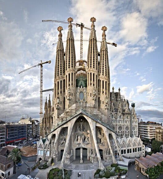 Antoni Gaudí: Sagrada Família (vista frontal)