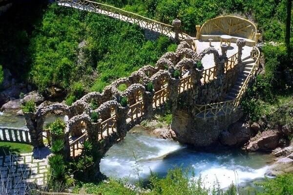 Antoni Gaudí: Jardim Artigas - Ponte