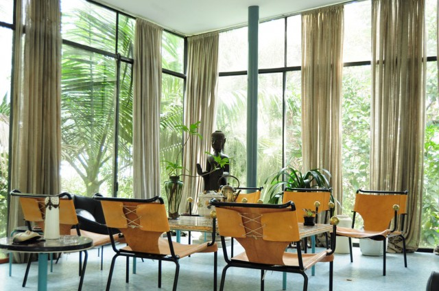 casa-de-vidro-lina-bo-bardi-cadeira
