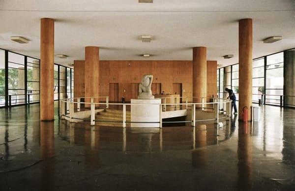 Lúcio Costa: Palácio Gustavo Capanema - interior com Pilotis