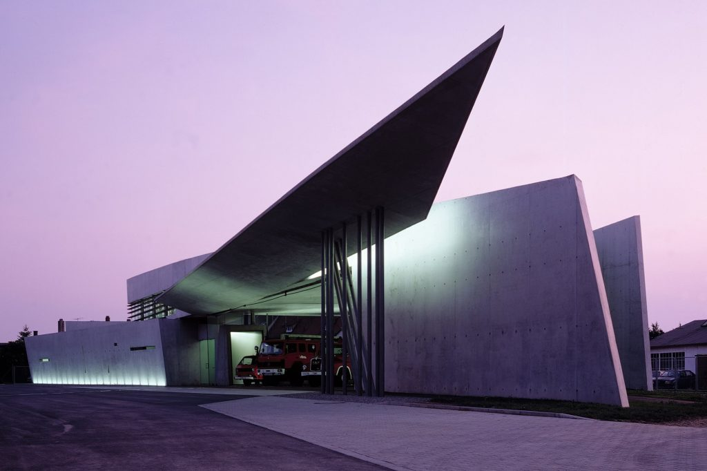 arquiteto-de-cada-signo-Zaha-Hadid-vitra-fire-station