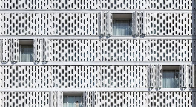 Arthur Casas: Hotel Emiliano