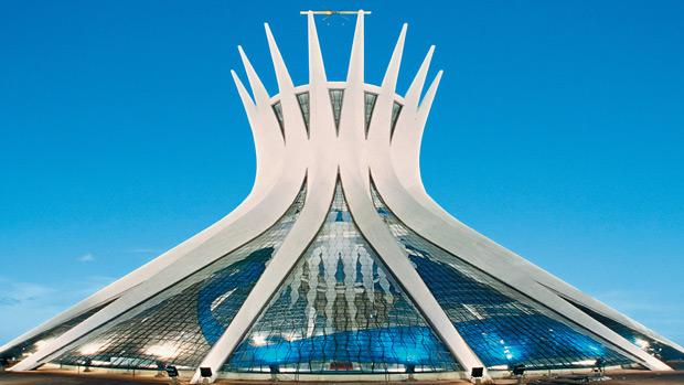 cinco-pontos-da-arquitetura-moderna-catedral-de-brasilia-janela-em-fita