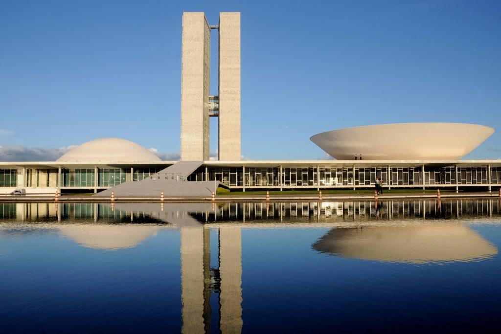 cinco-pontos-da-arquitetura-moderna-congresso-nacional-janela-em-fita