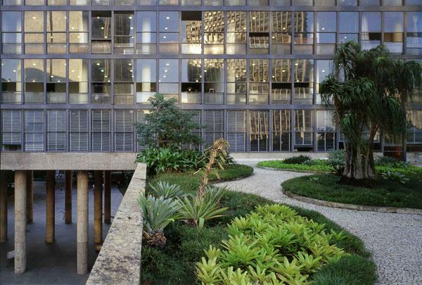 cinco-pontos-da-arquitetura-moderna-de-le-corbusier-palacio-capanema-terraco-jardim