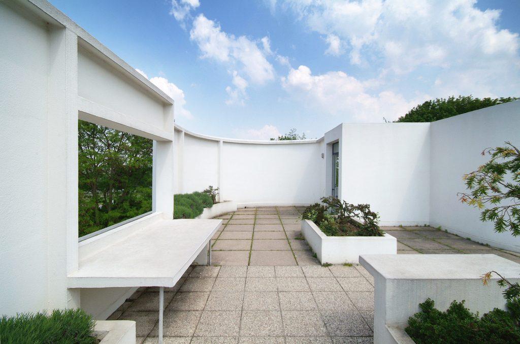 cinco-pontos-da-arquitetura-moderna-de-le-corbusier-vila-savoye-terraco-jardim