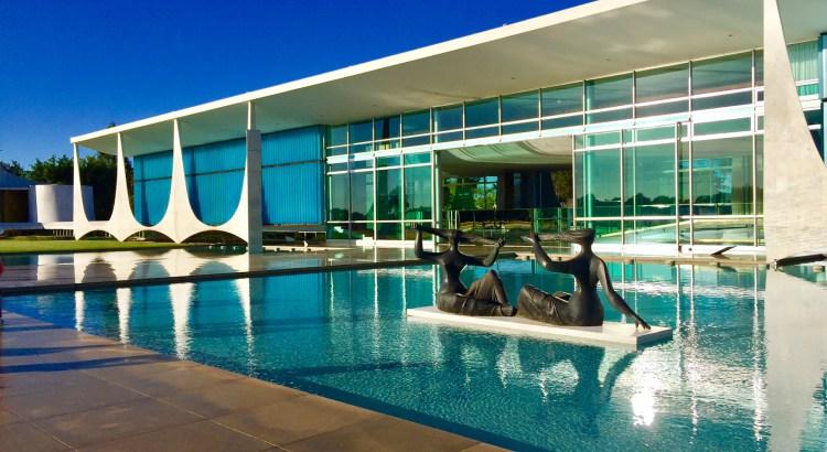 cinco-pontos-da-arquitetura-moderna-palacio-da-alvorada-pilotis
