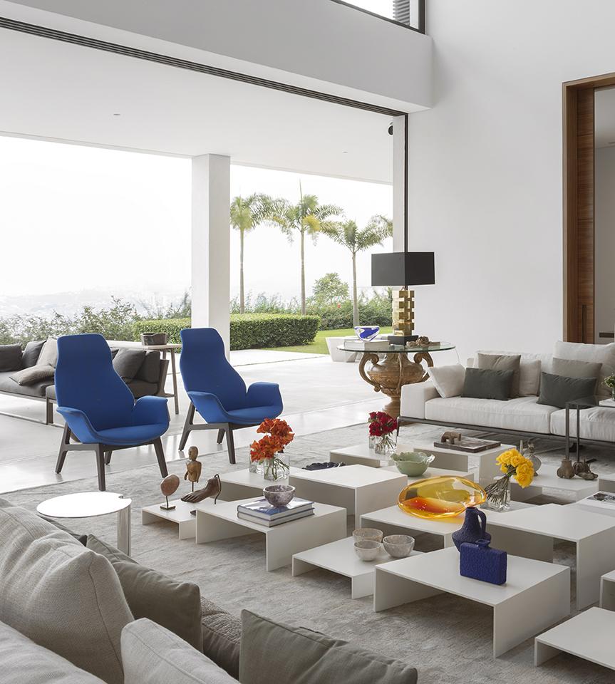 fernanda-marques-residencia-jaragua-poltrona-azul