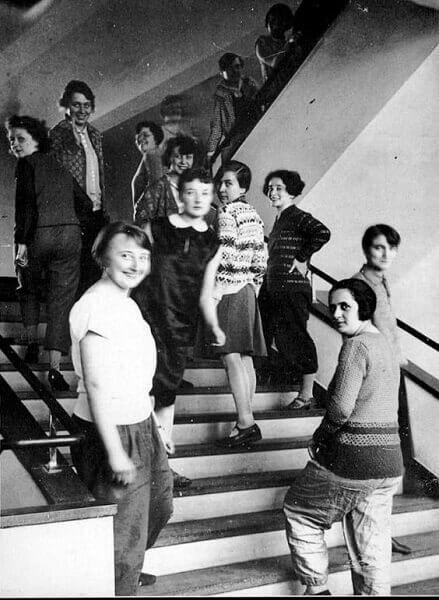 Bauhaus Arquitetura: Alunas da Escola