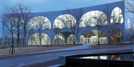 toyo-ito-biblioteca-tama-art