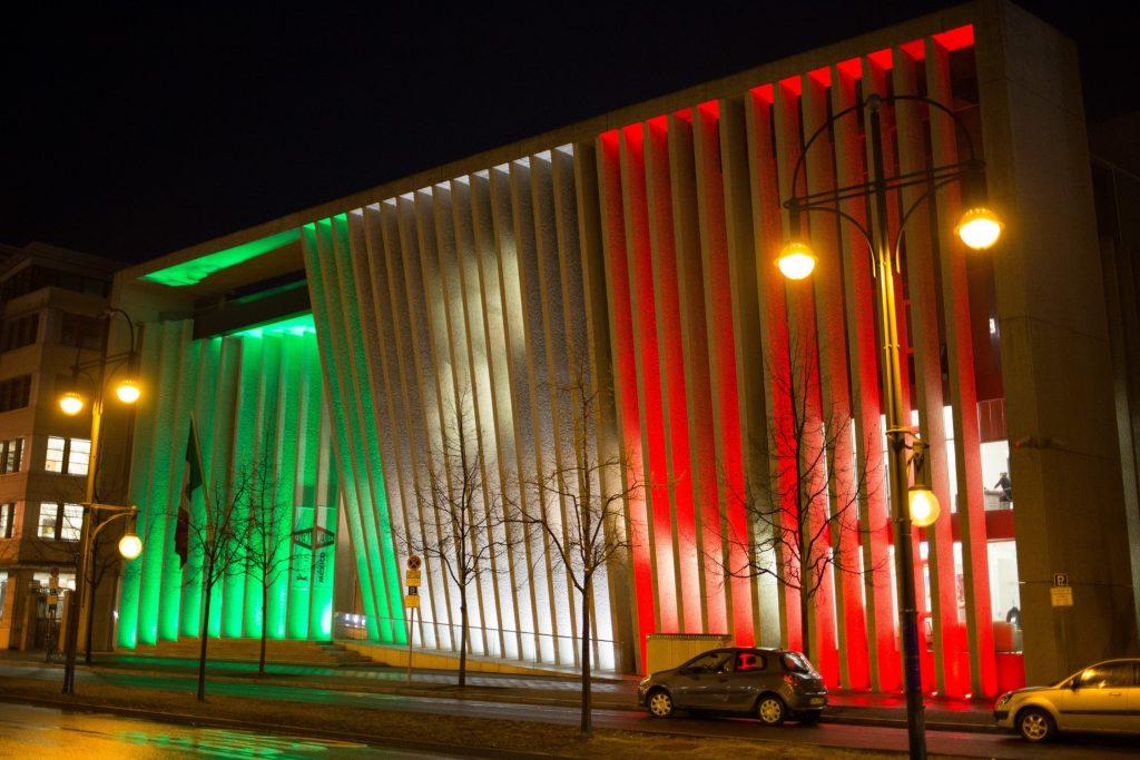 arquitetura-mexicana-teodoro-gonzalez-embaixada-noite