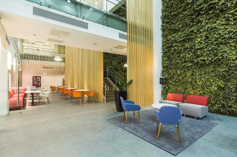 plantas-preservadas-jardim-vertical-preservado-no-escritorio