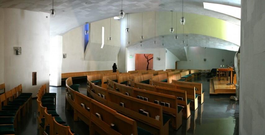 steven-holl-capela-st-ignatius-interior