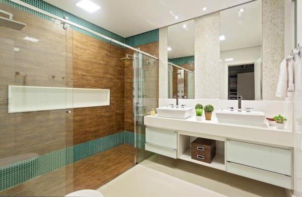 Banheiro de casal com pastilha verde (foto: Laura Santos)