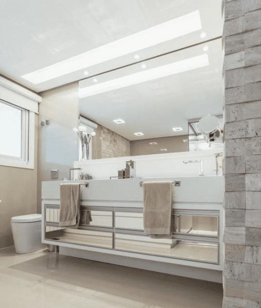 Projeto de banheiro de casal: Iluminação ideal para o banheiro