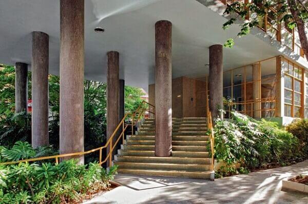 Vilanova Artigas: Edifício Louveira (Pilotis)