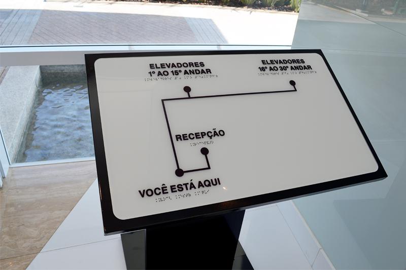 acessibilidade-na-arquitetura-exemplo-mapa-tatil