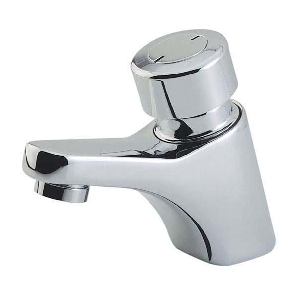 banheiro-unissex-de-museu-torneira-com-fechamento-automatico