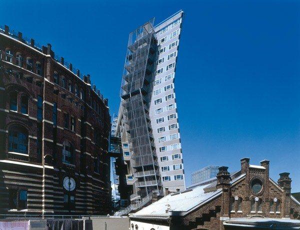 desconstrutivismo-na-arquitetura-apartment-building-gasometer-b