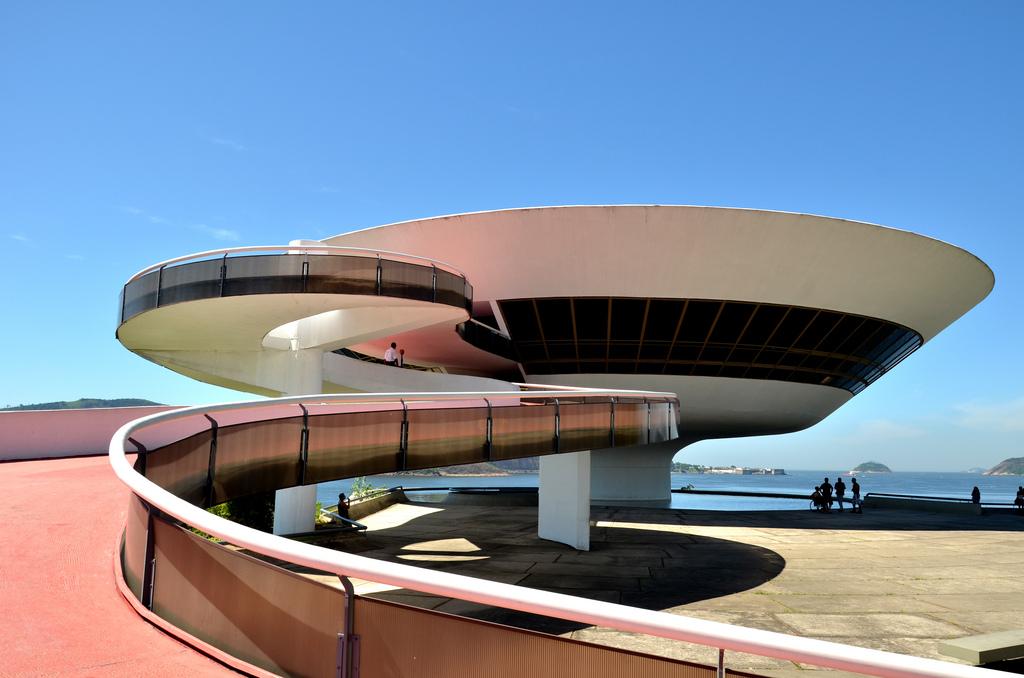 Projetos arquitetônicos: Museu de Arte Contemporânea de Niterói - Oscar Niemeyer