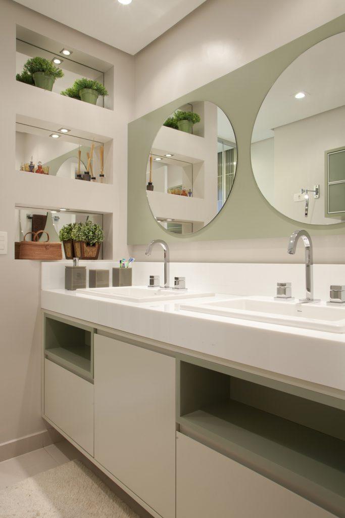 projeto-banheiro-casal-gabinete-com-dois-nichos