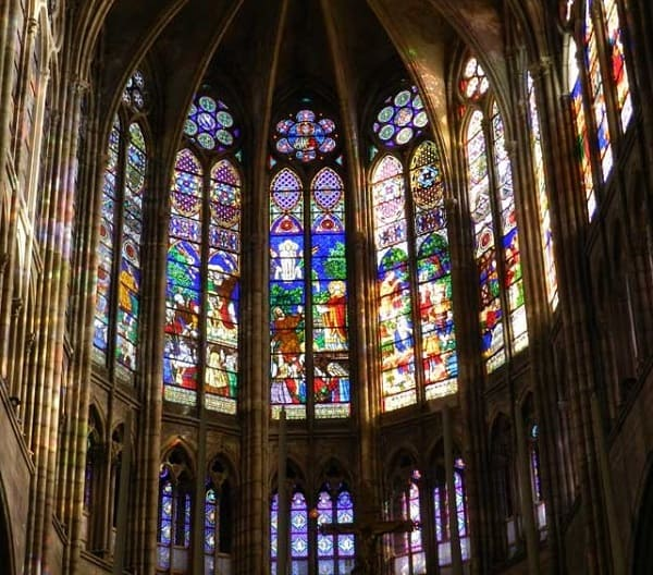 Arquitetura gótica: Vitrais de Saint Denis