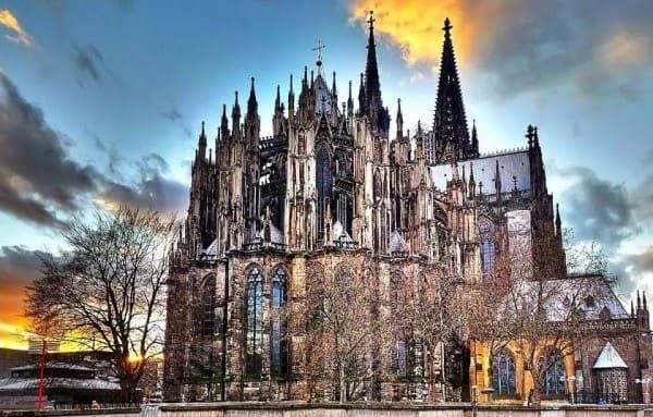 Estilos arquitetônicos: Catedral de Colônia