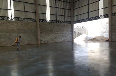 arquitetura-industrial-piso-cimento-queimado