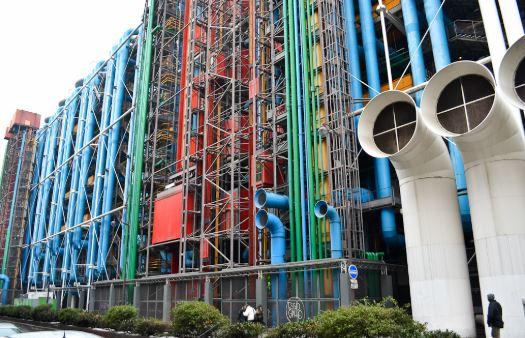 arquitetura-industrial-predio-com-tubulacao-aparente