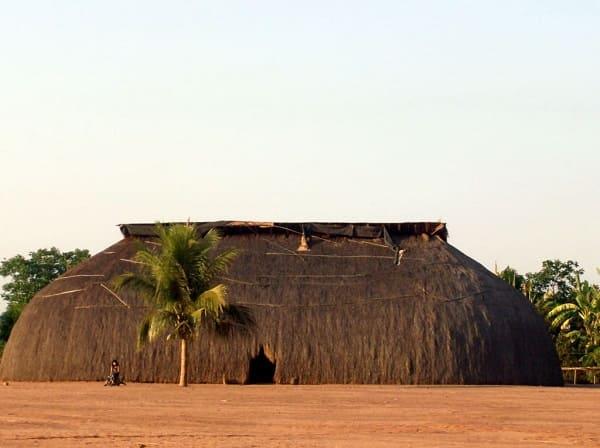 Arquitetura vernacular: exemplo de arquitetura vernacular brasileira (Oca)