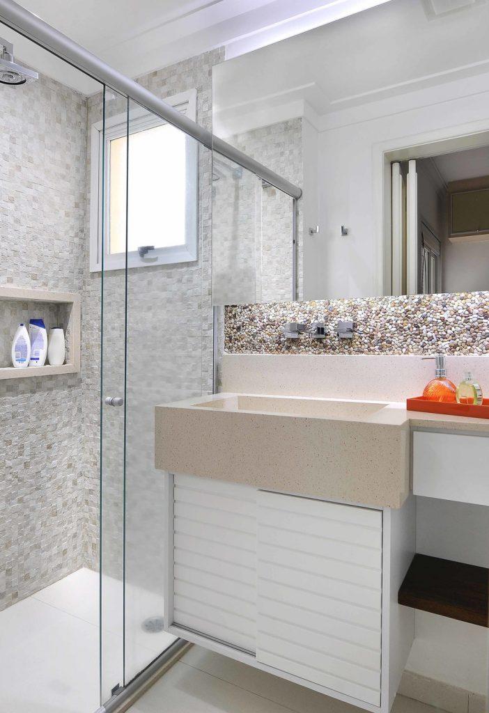 banheiro-de-apartamento-decorado-bancada-banheiro-pequeno