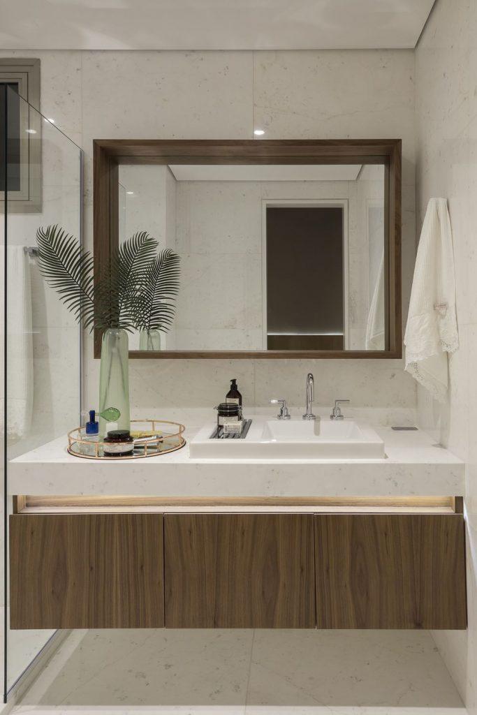 banheiro-de-apartamento-decorado-bancada-com-gabinete