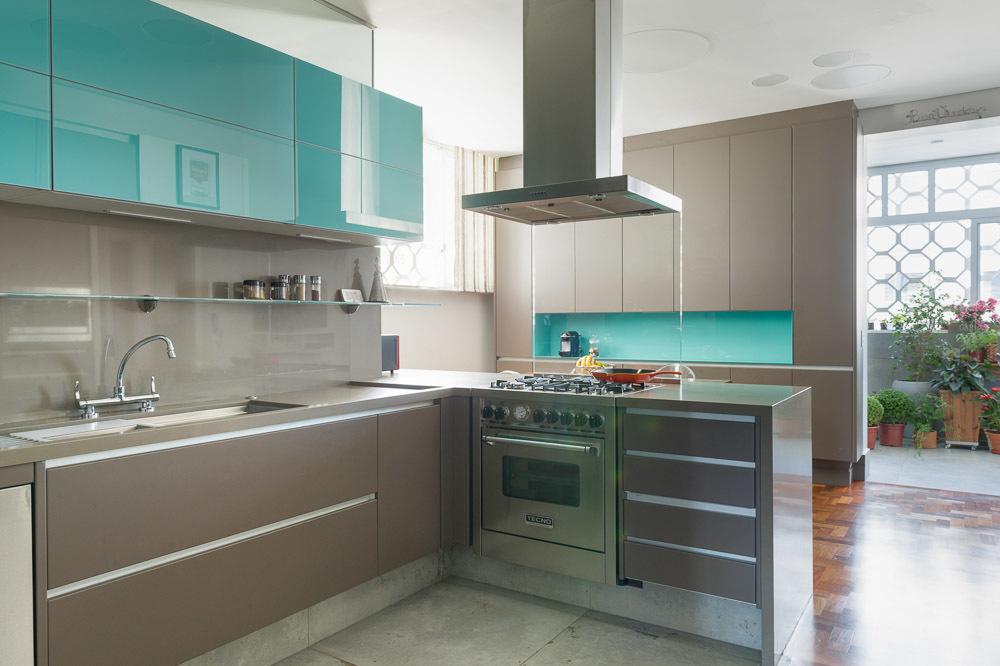 como-projetar-uma-cozinha-torneira-com-bica-alta