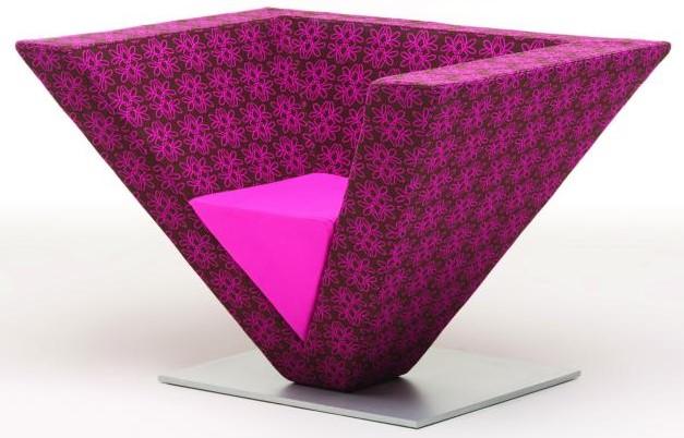 designers-de-interiores-famosos-cadeira-piramide