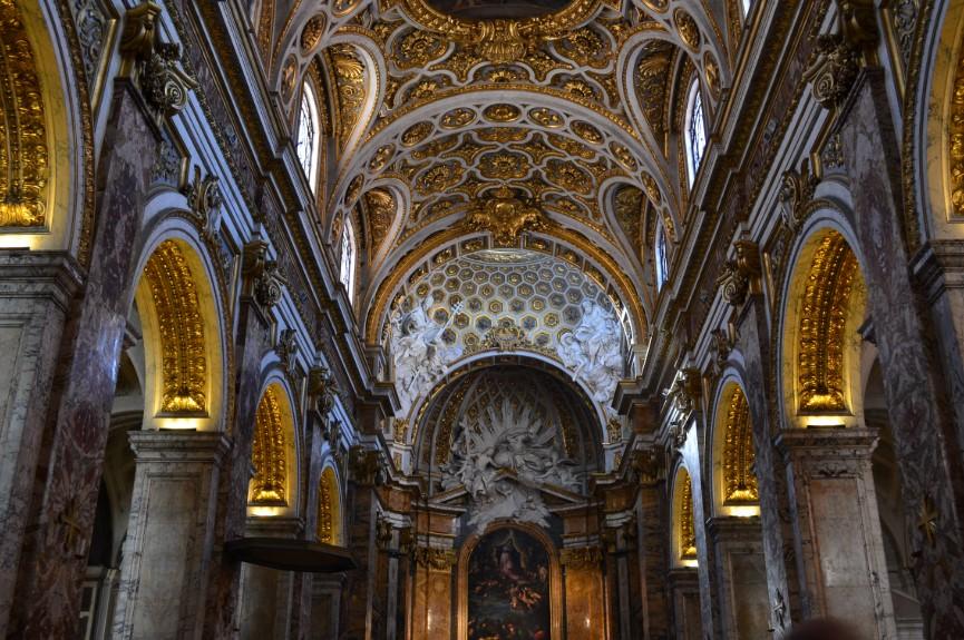 estilos-de-arquitetura-igreja-de-sant-agnesse-interior