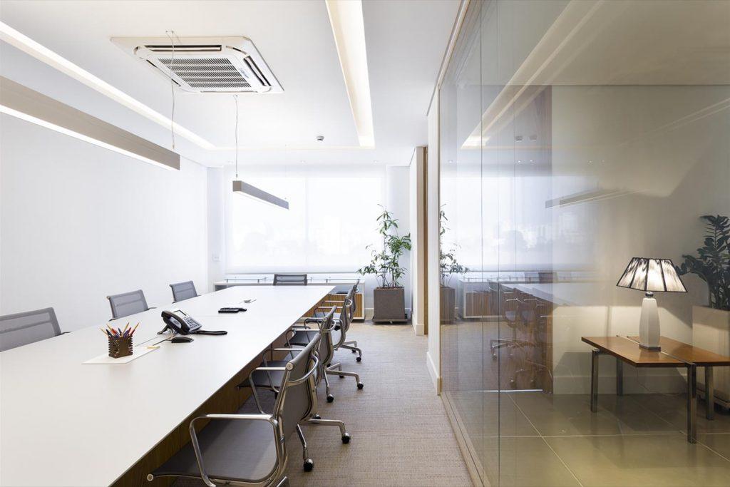 iluminacao-escritorio-iluminacao-semi-indireta