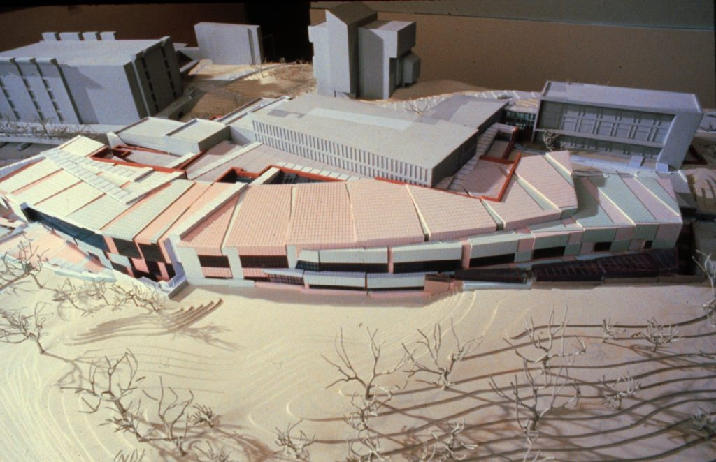 Peter-Eisenman-aronoff-center-of-design-and-art-maquete